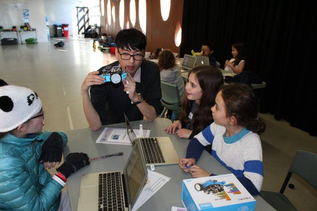 PIEX Coach teaching robotics to kids